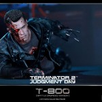 Hot Toys T800 (Battle Damageed) DX13 11